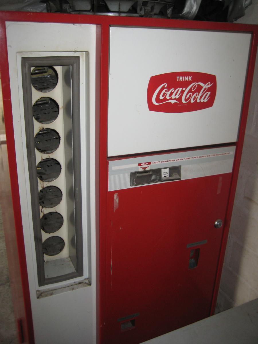 alter coca cola automat zu verkaufen 250 euro verkaufe diverses gsf vespa lambretta forum. Black Bedroom Furniture Sets. Home Design Ideas